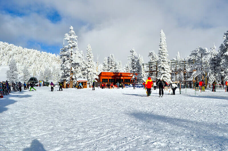 what to pack on a ski trip mountain