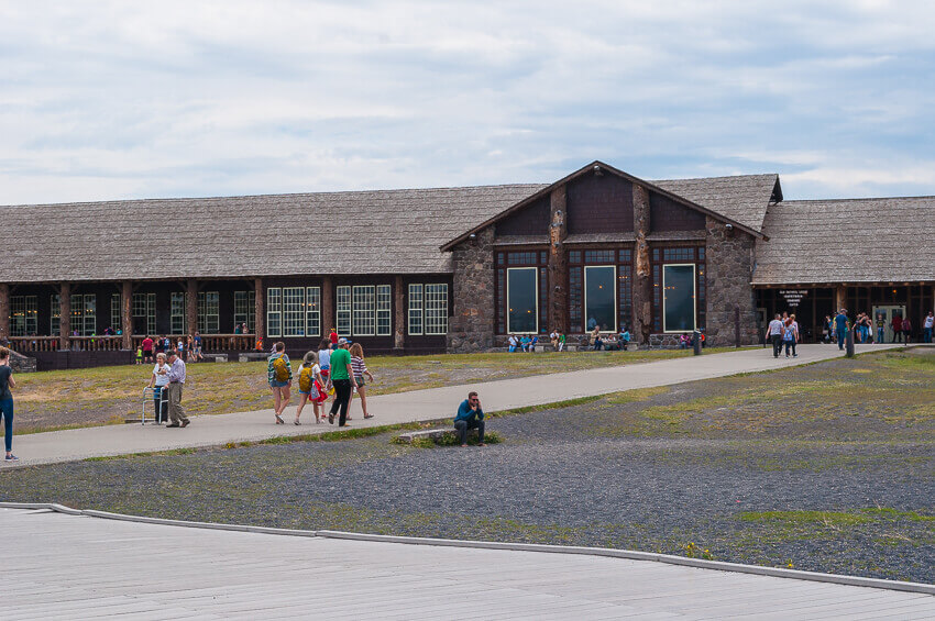 old faithful inn things to know before visiting yellowstone