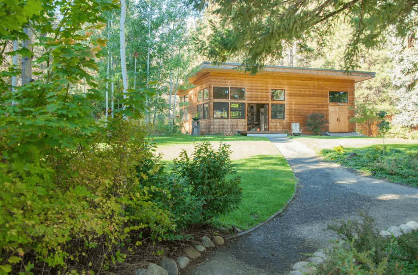 contemporary guesthouse airbnb in leavenworth