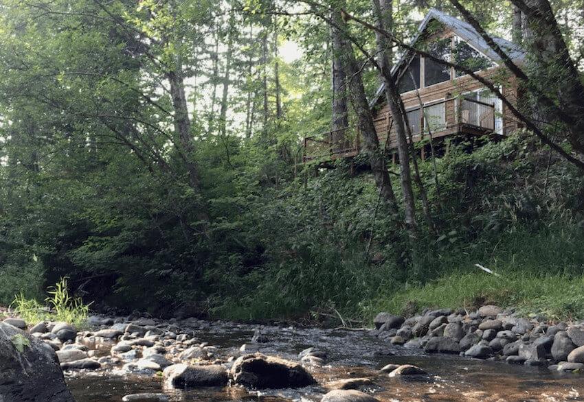 Stunning Creek-Front Cabin